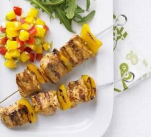 Pinchos de pollo con salsa de mango