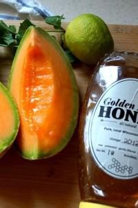 Agua fresca de cantalupo con miel y menta