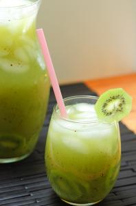 Agua fresca de kiwi y pepino