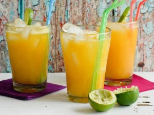 Agua fresca de mango y lima